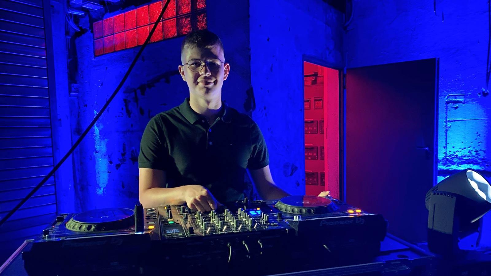 DJ Nils Siegen